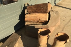 Ramassage du bois à la campagne